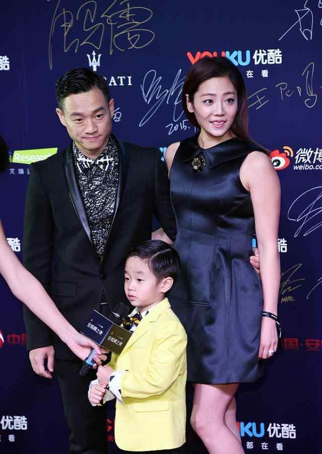 杨威老婆 奥运冠军杨威的妻子原来长这样 不仅很有气场 身材也不错