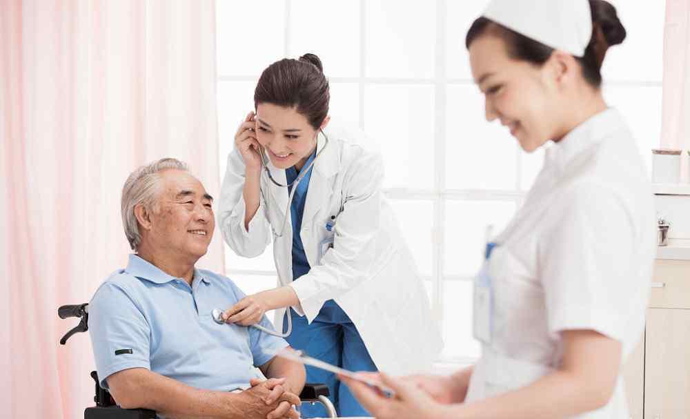 老人便血 老年人出现这6种症状 多是说明肠道有问题了 不可无视